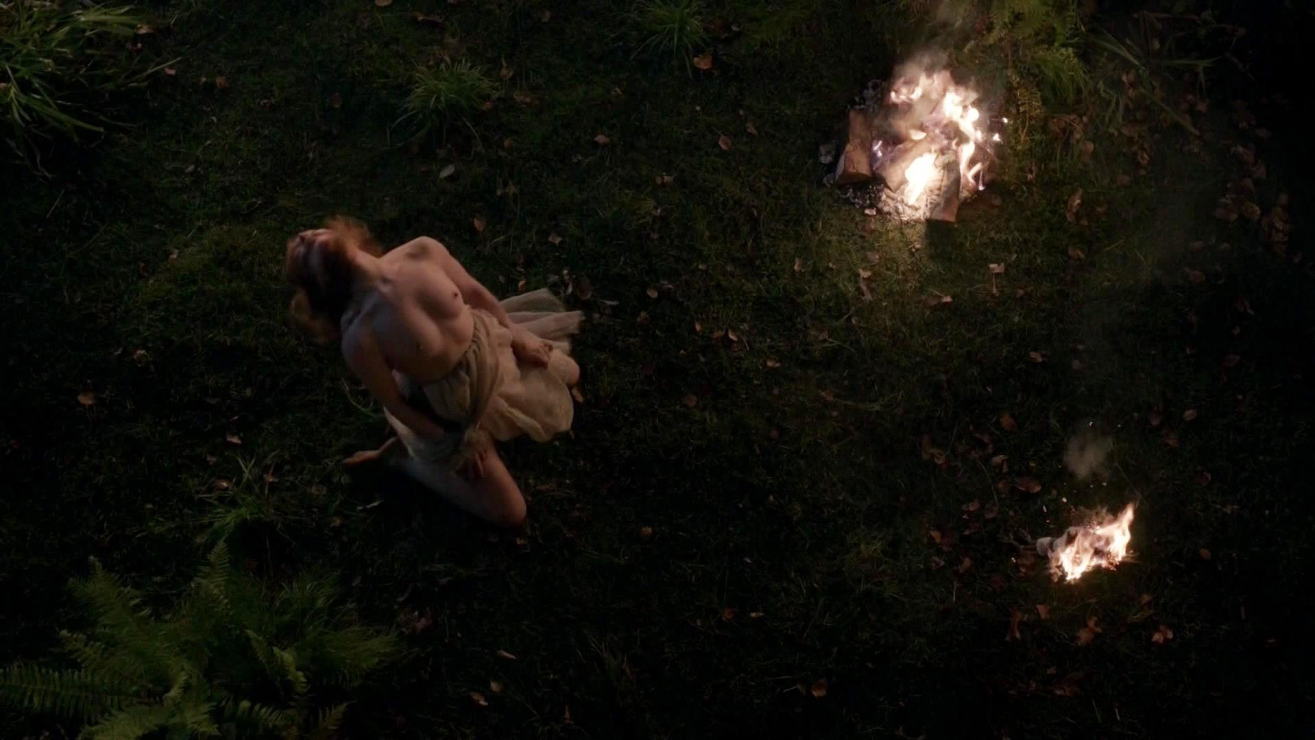 Lotte Verbeek nude - Outlander s01e10 (2015)