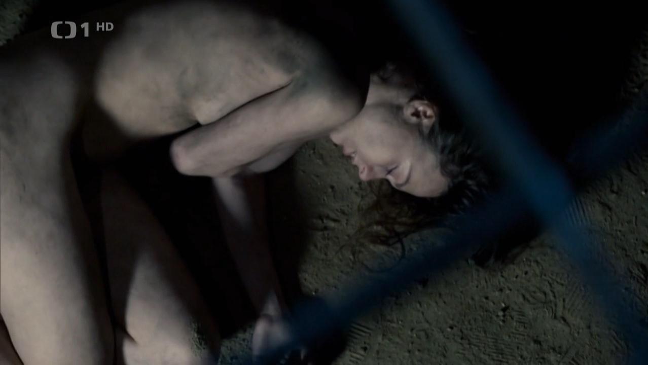 Petra Tenorova nude - Labyrint s01e03 (2015)