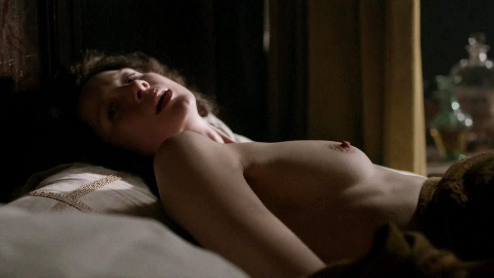Caitriona balfe and lotte verbeek nude outlander s01e10 8