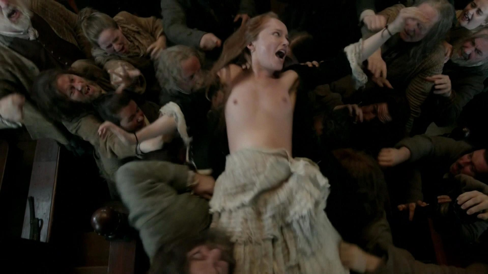 Caitriona balfe and lotte verbeek nude outlander s01e10 10