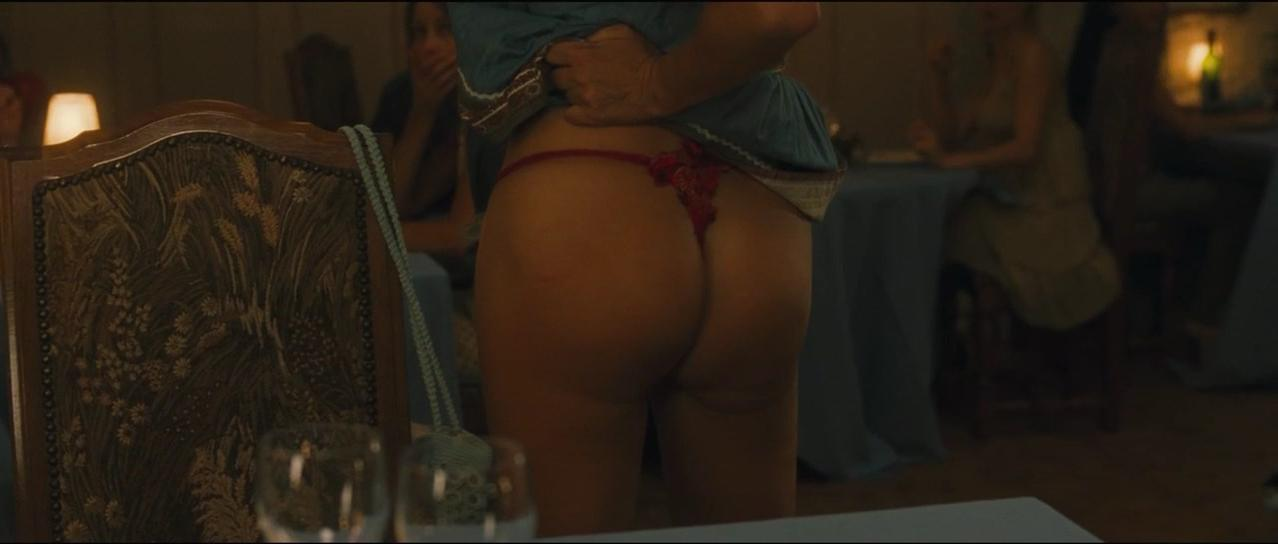 Mathilde Seigner sexy - Camping (2006)