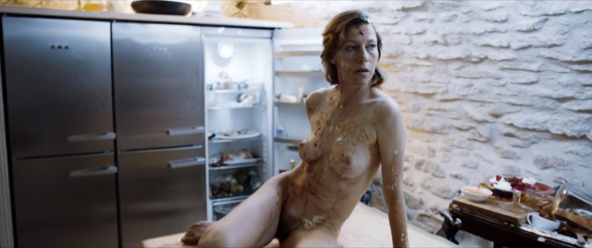 Jule Bowe nude, Jytte-Merle Bohrnsen sexy - Affenkonig (2016)