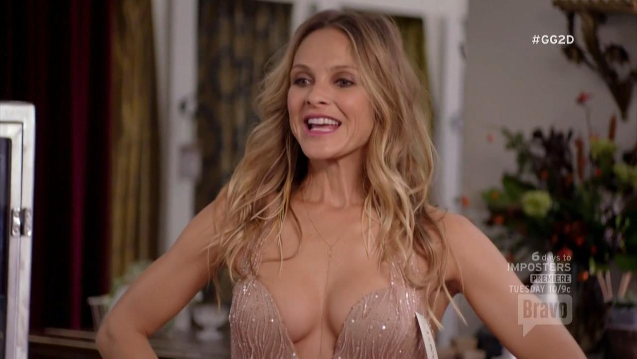 Beau Garrett sexy - Girlfriends' Guide to Divorce s03e04 (2017)