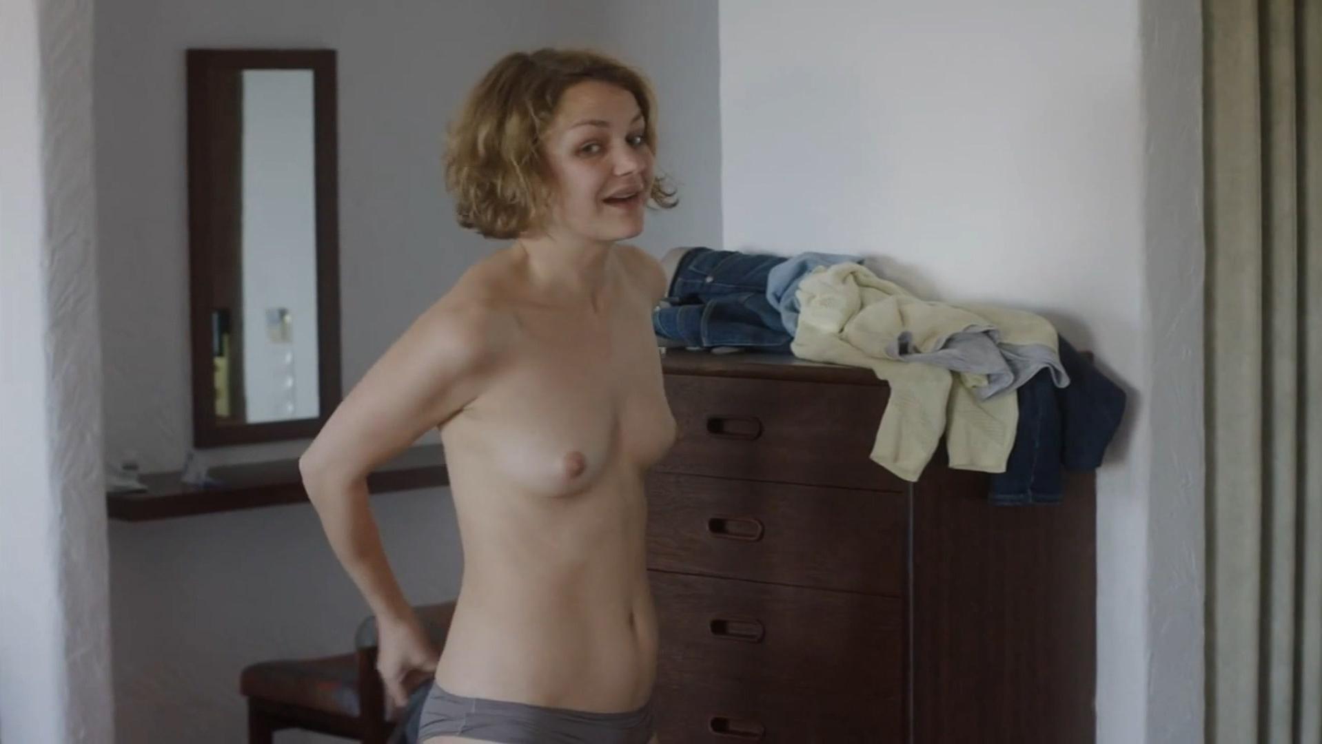 Luise Heyer nude - Fado (2016)
