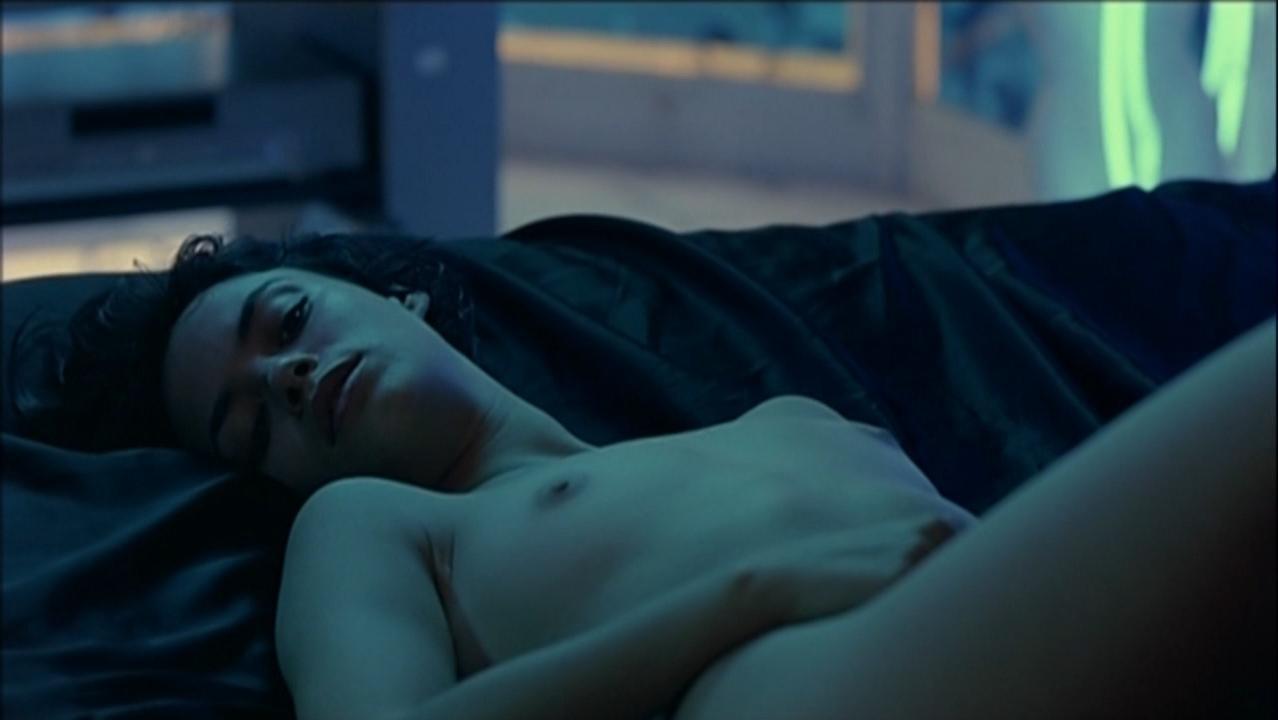 Berenice Bejo nude - 24 heures de la vie d'une femme (2002)