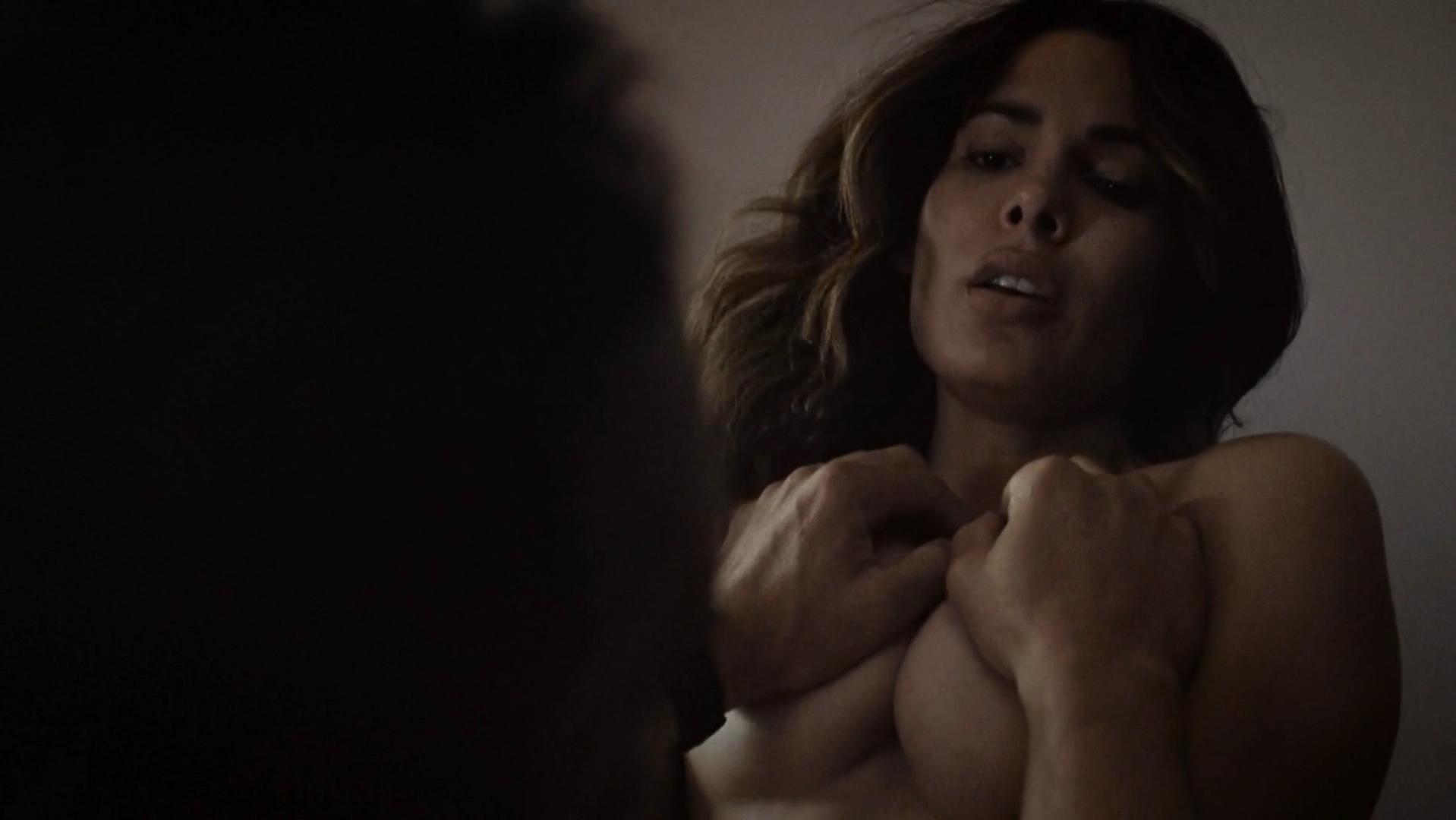 Nadine Velazquez sexy - Six s01e05 (2017)