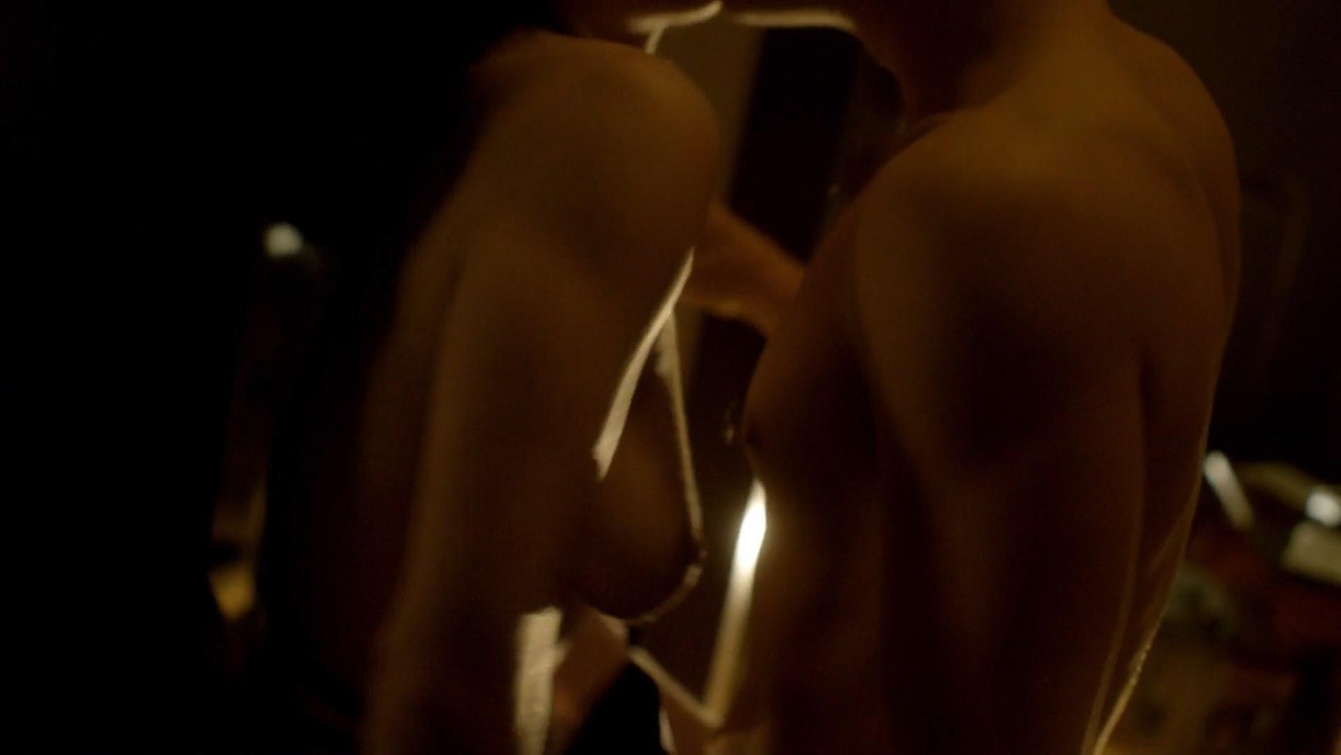 Antje Traue nude - Der Fall Barschel (2015)