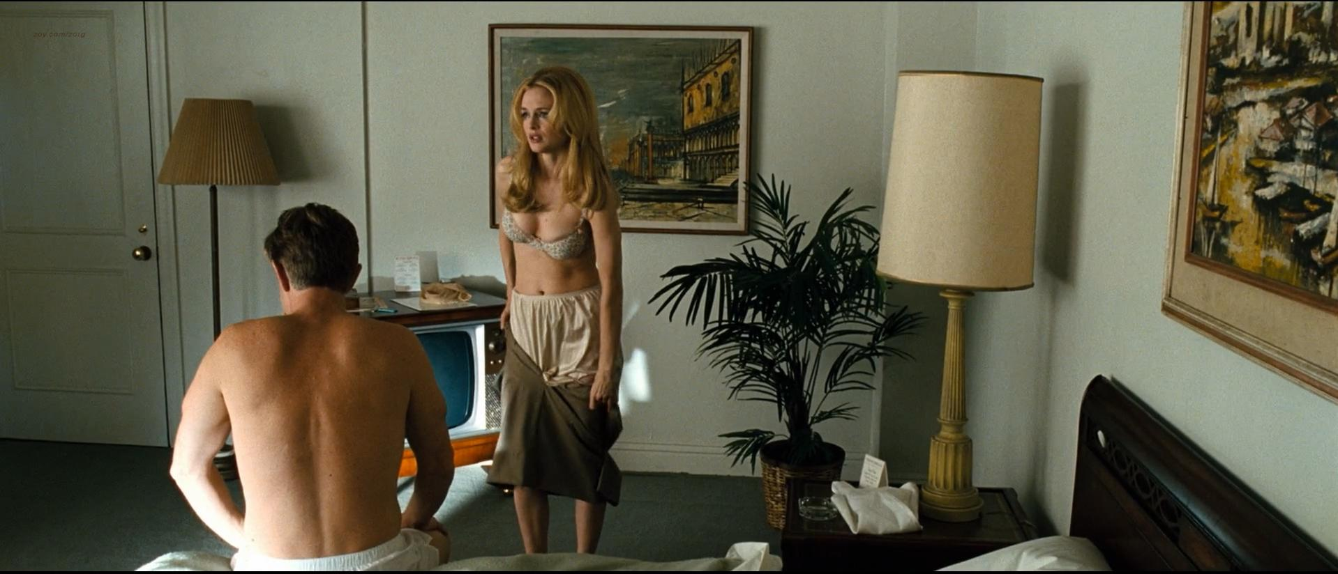 Heather Graham sexy - Bobby (2006)