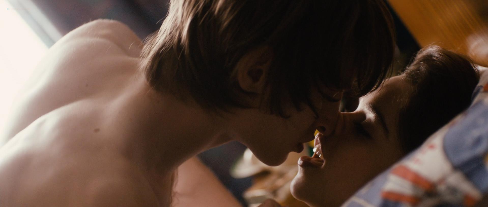 Emilia Clarke sexy - Spike Island (2012)