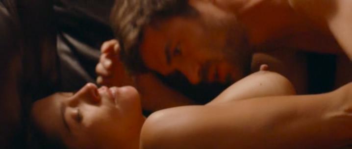 Emma de Caunes nude, Christine Brücher nude - Les chateaux de sable (2015)