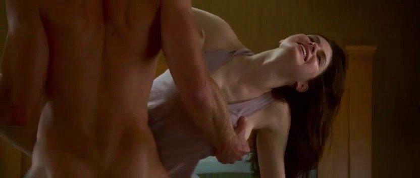 Alexandra Daddario sexy - The Layover (2017)