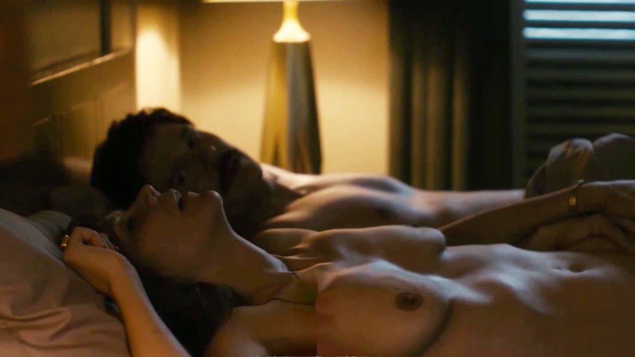 Maggie Gyllenhaal Nude 35