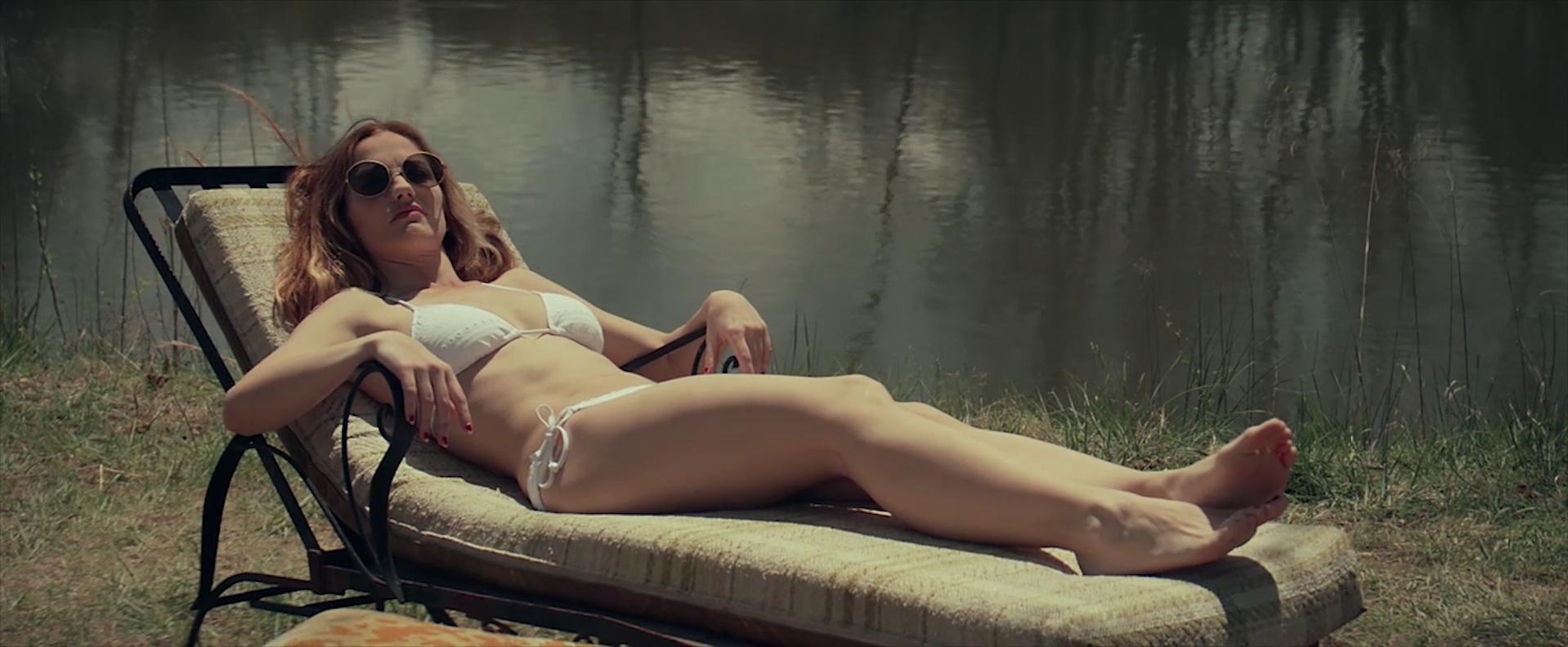 Minka Kelly sexy - The World Made Straight (2015)