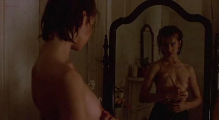 Nastassja Kinski nude - Maria's Lovers (1984)