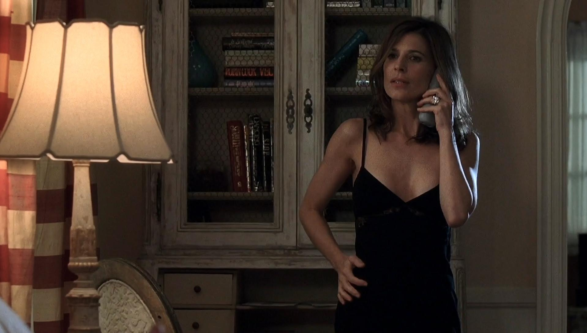 Perrey Reeves sexy, Emily Paul nude - Entourage s06-07 (2011)