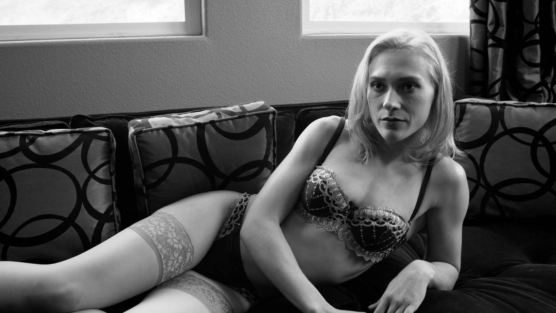 Sydney Black sexy - Secrets of Deception (2017)