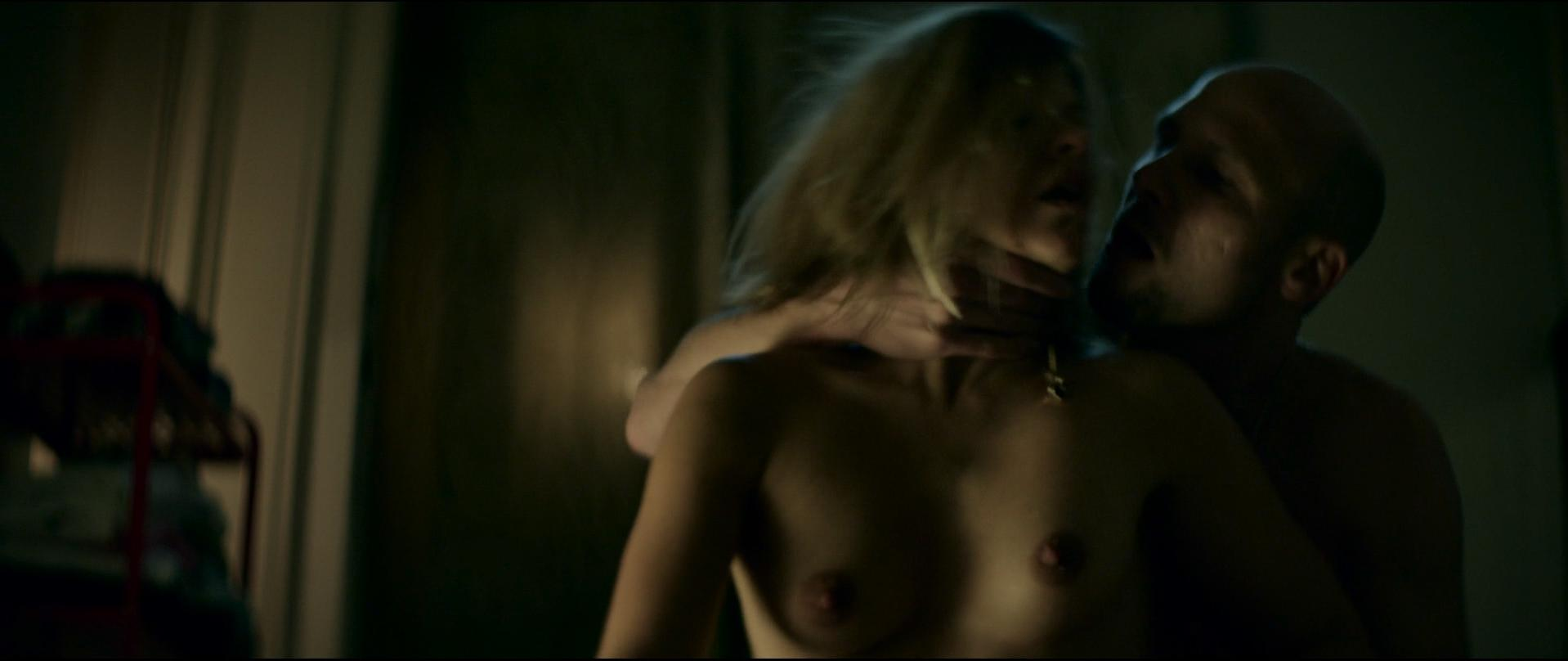 Veerle Baetens nude - D'Ardennen (2015)