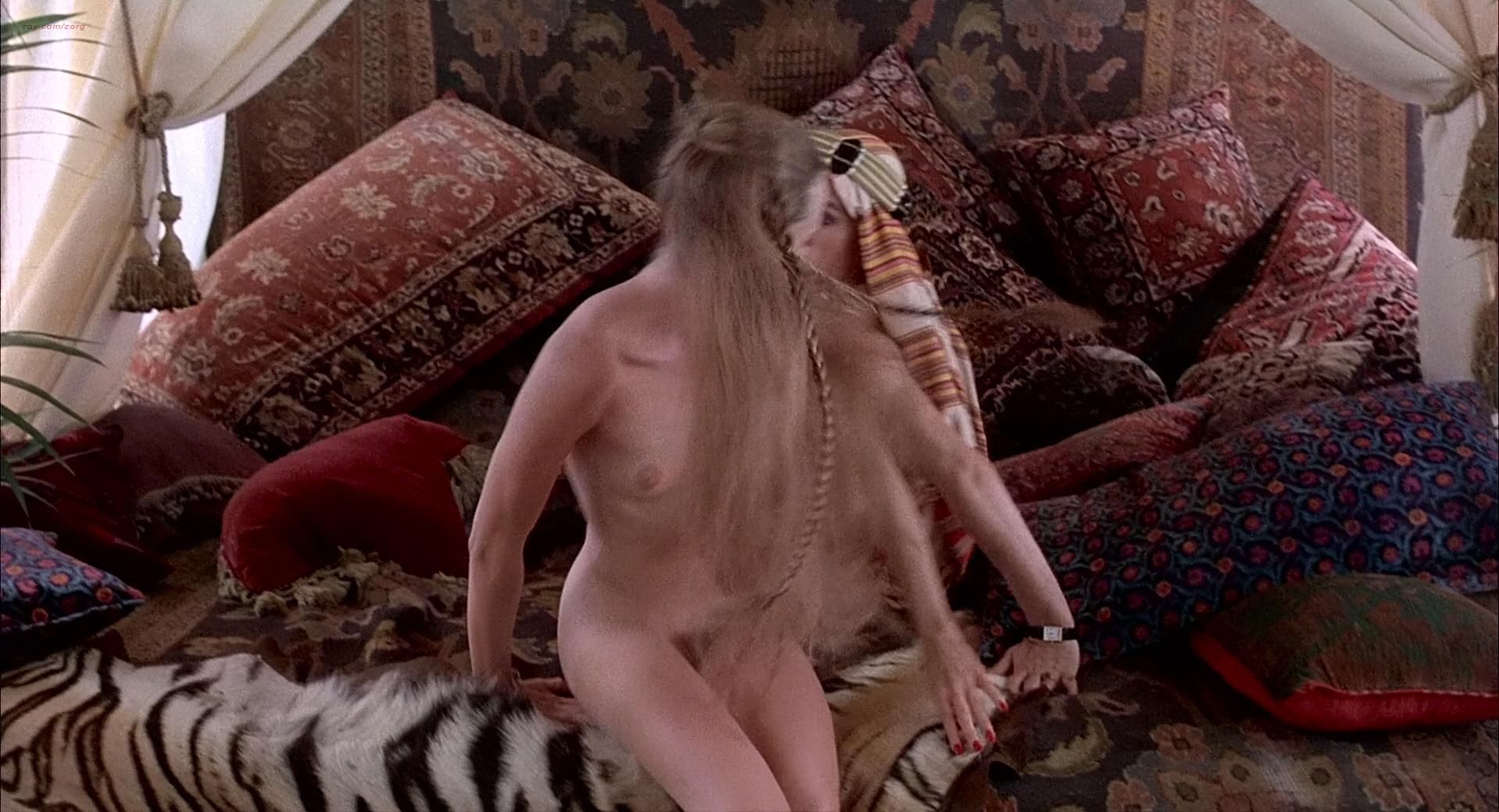 Michelle Phillips nude, Penelope Milford nude, Linda Thorson sexy - Valentino (1977)