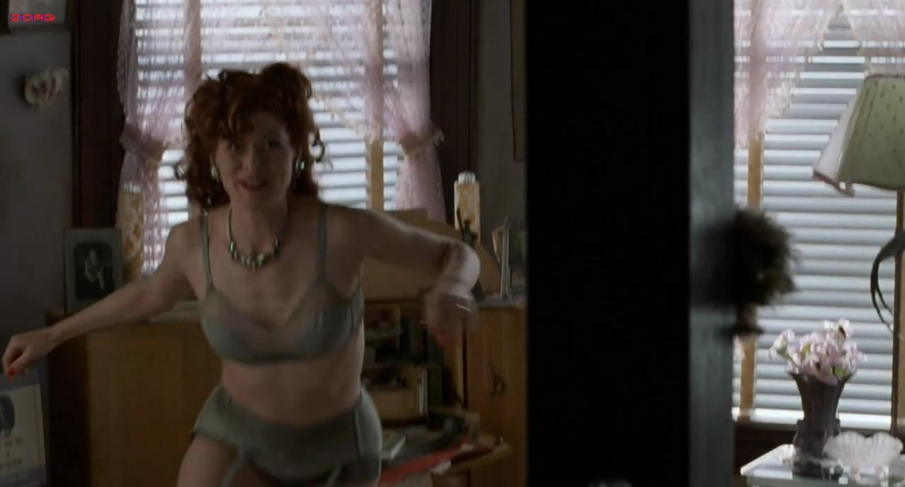 Debra Messing sexy - A Walk in the Clouds (1995)