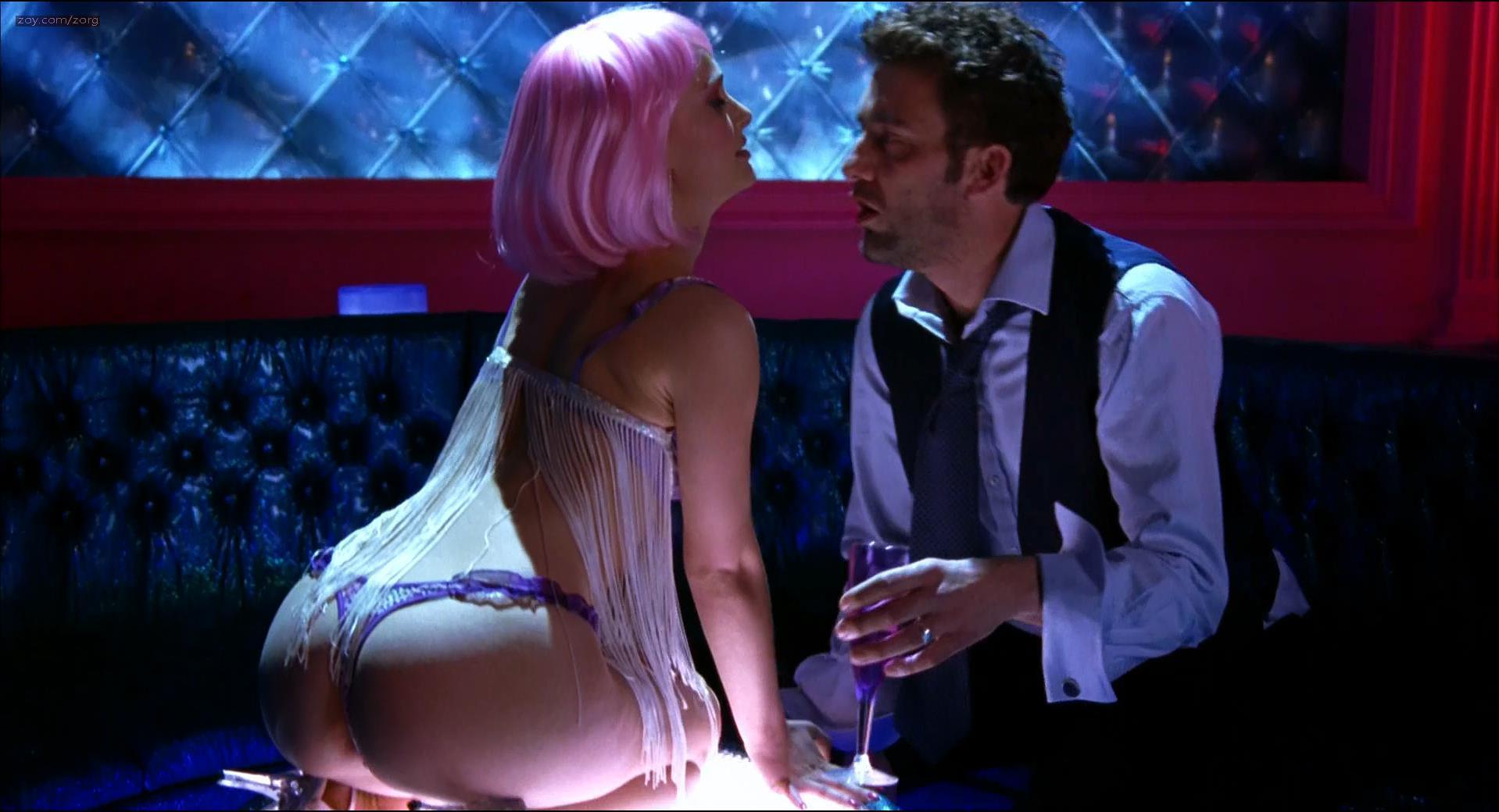 Natalie portman striptease