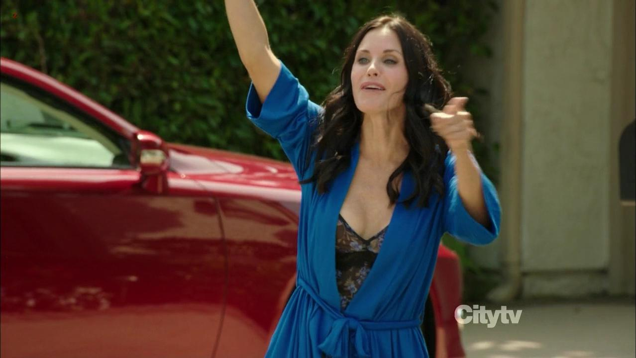 Courtney Cox sexy - Cougar Town s03e04 (2011)