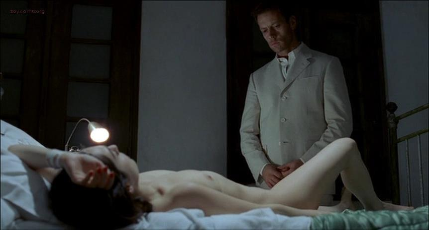 Amira Casar nude - Anatomie de l'enfer (2004)