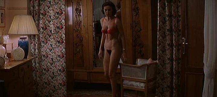 Monica Bellucci nude - L'ultimo capodanno (1998)