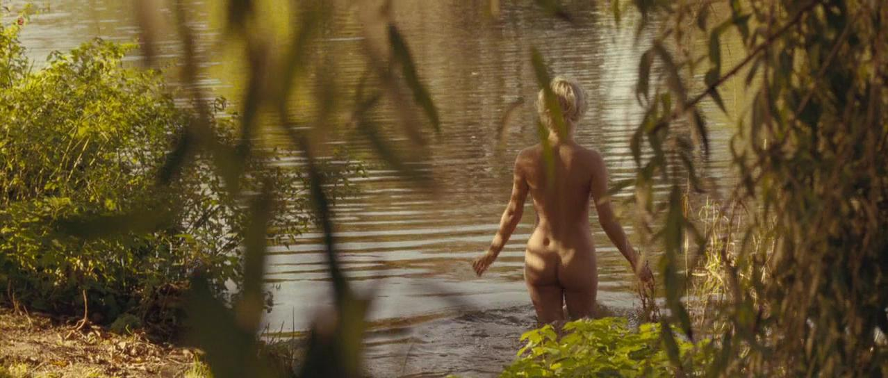 Michelle Williams nude - My Week With Marilyn (2011)