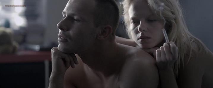 Marta Nieradkiewicz nude - Plynace wiezowce (2013)