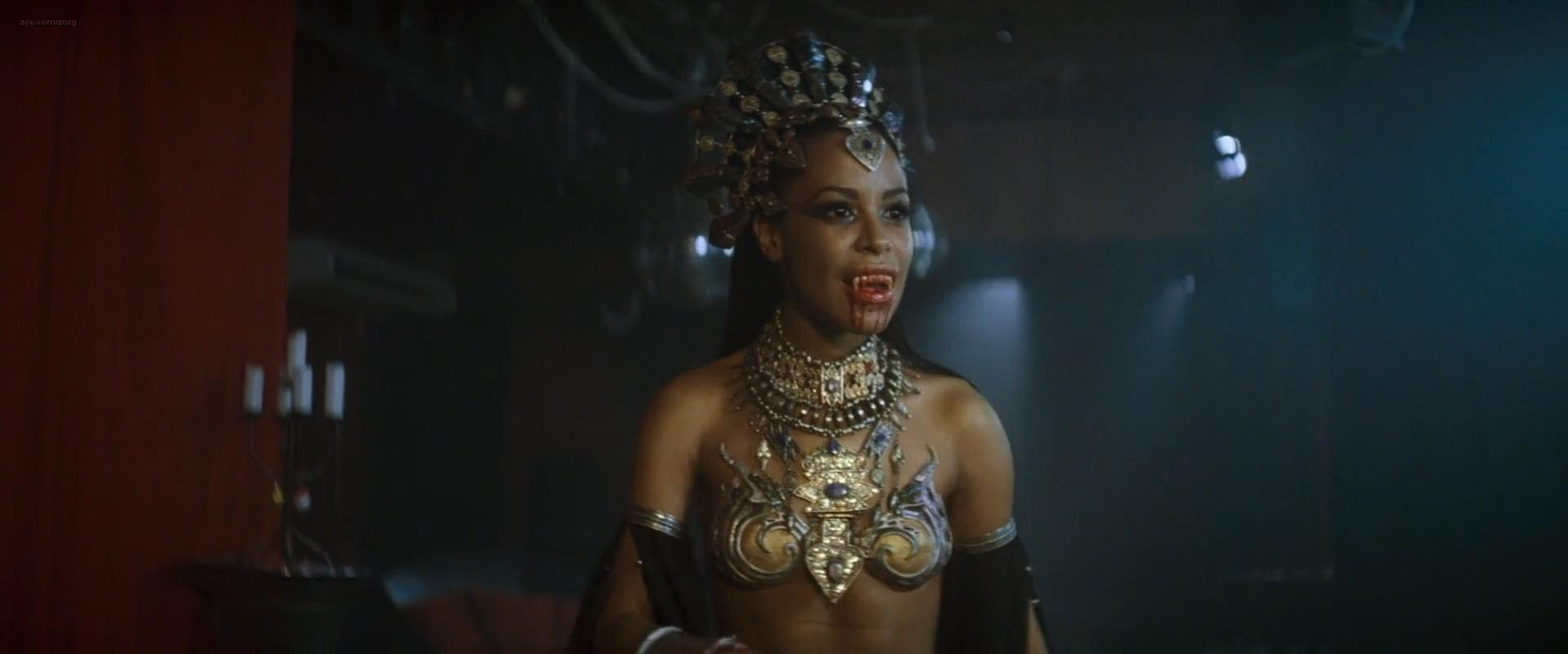 Aaliyah sexy - Queen of the Damned (2002)