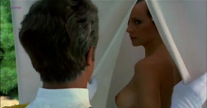 Laura Antonelli nude - Sessomatto (1973)