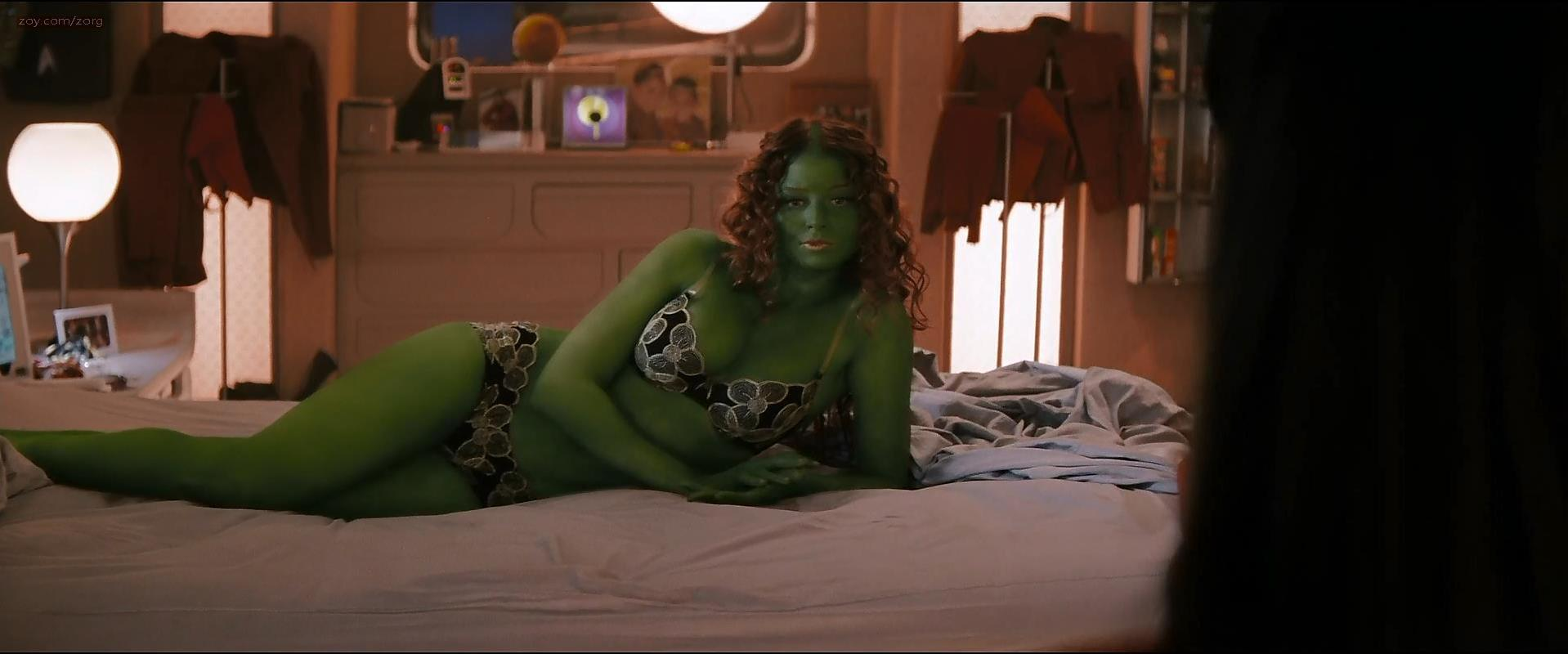 Rachel Nichols sexy, Zoe Saldana sexy - Star Trek (2009)