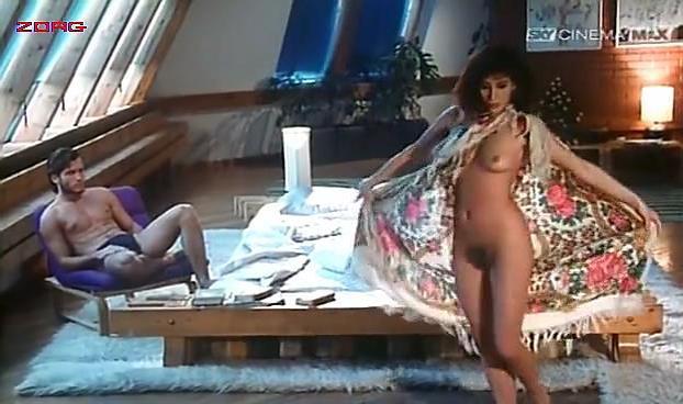 Malu Ileana Carusio nude - La Strana Voglie (1991)