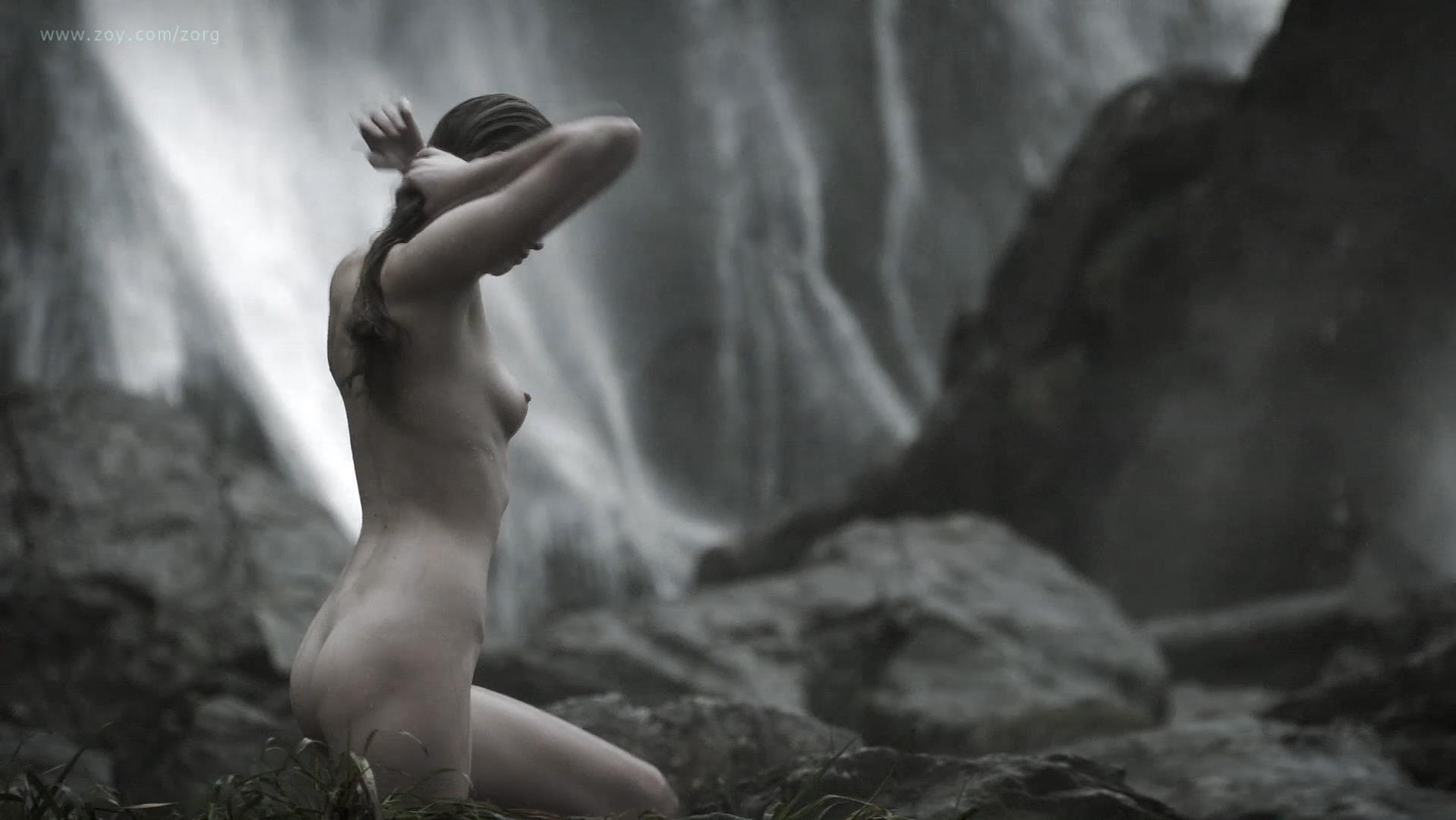 Alyssa Sutherland nude - Vikings s01e09 (2013)