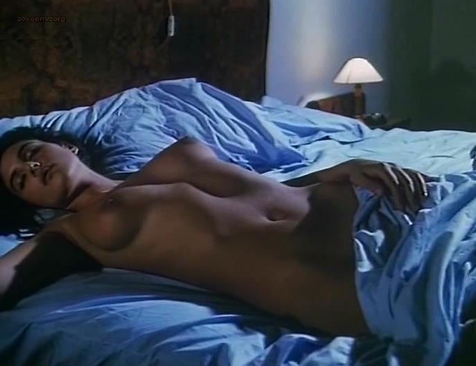 Monica Bellucci nude - Vita coi figli (1990)