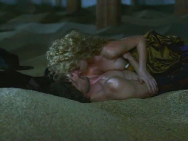 Anna Falchi nude - Caraibi s01e01 (1999)