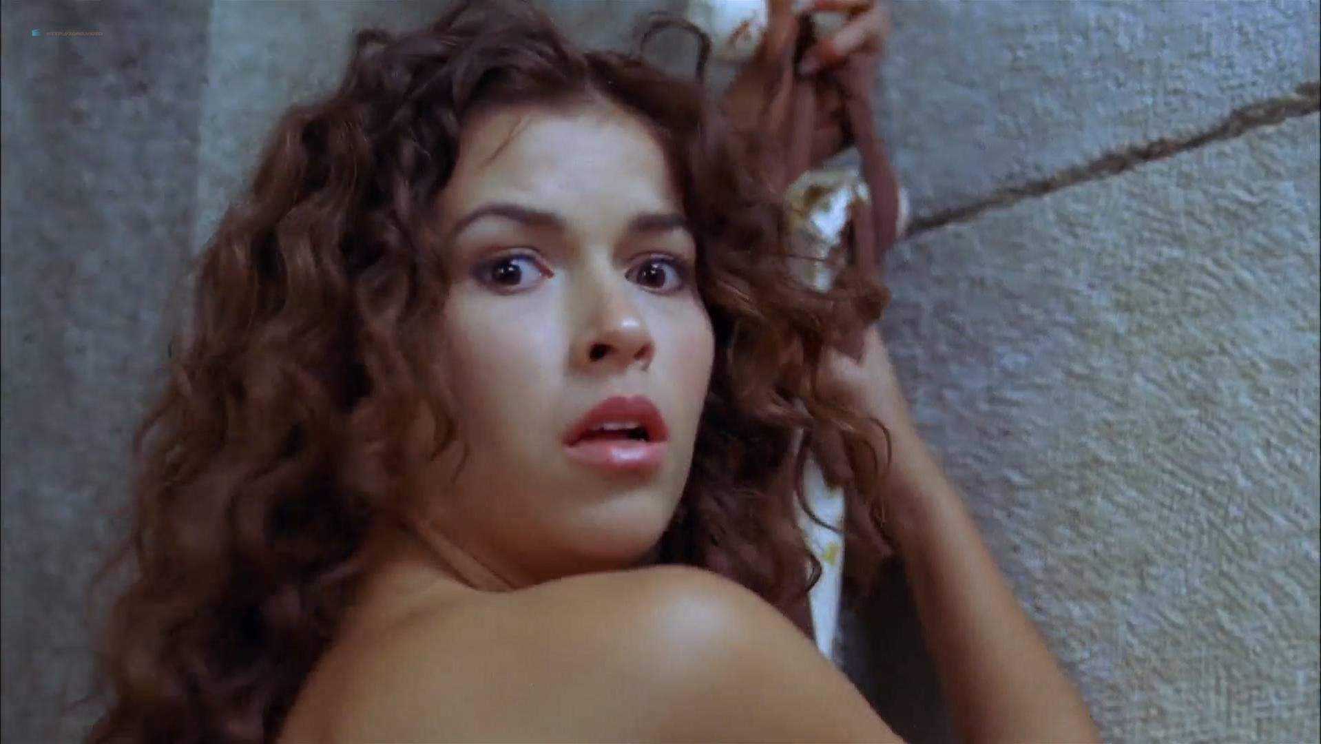 Sofia Pernas sexy - Captain Drake (2009)