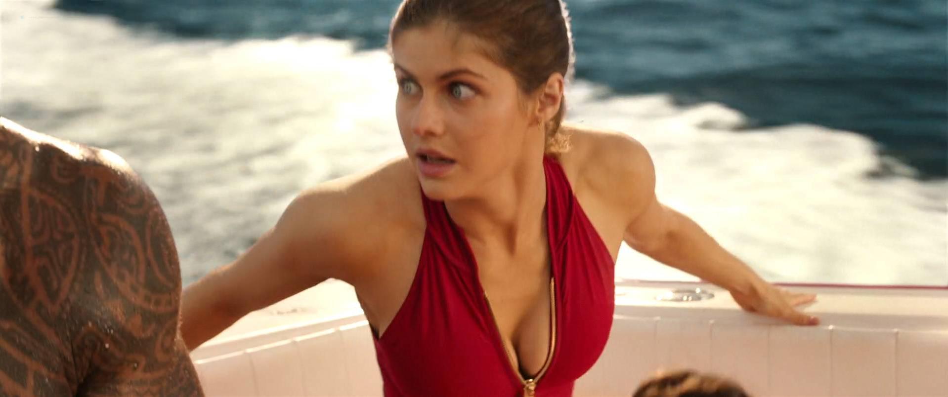 Alexandra Daddario sexy, Kelly Rohrbach sexy, Priyanka Chopra sexy - Baywatch (2017)