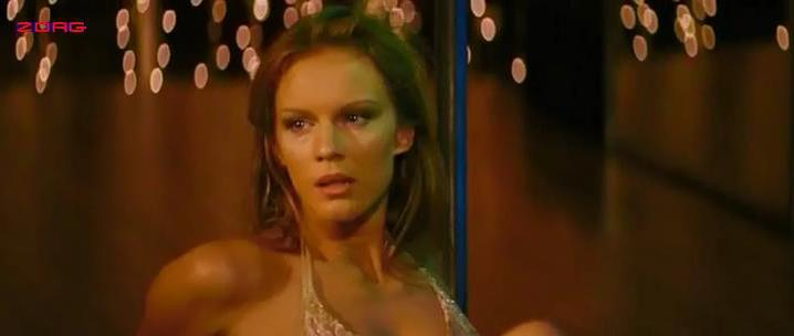 Valeria Golino nude, Antonia Liskova sexy - Giulia non esce la sera (2009)