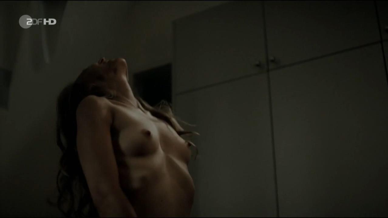Petra Schmidt-Schaller nude - Ein Mann unter Verdacht (2016)