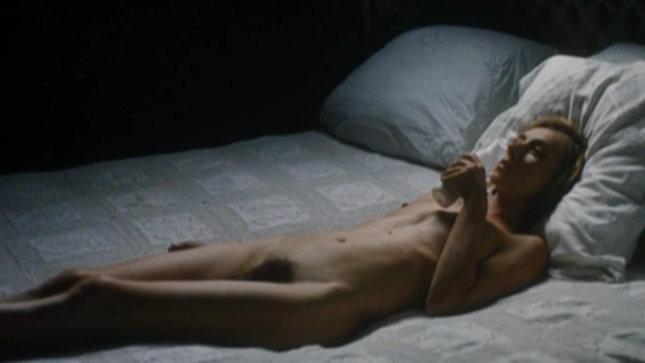 Sylvie Testud nude - Mange ceci est mon corps (2007)