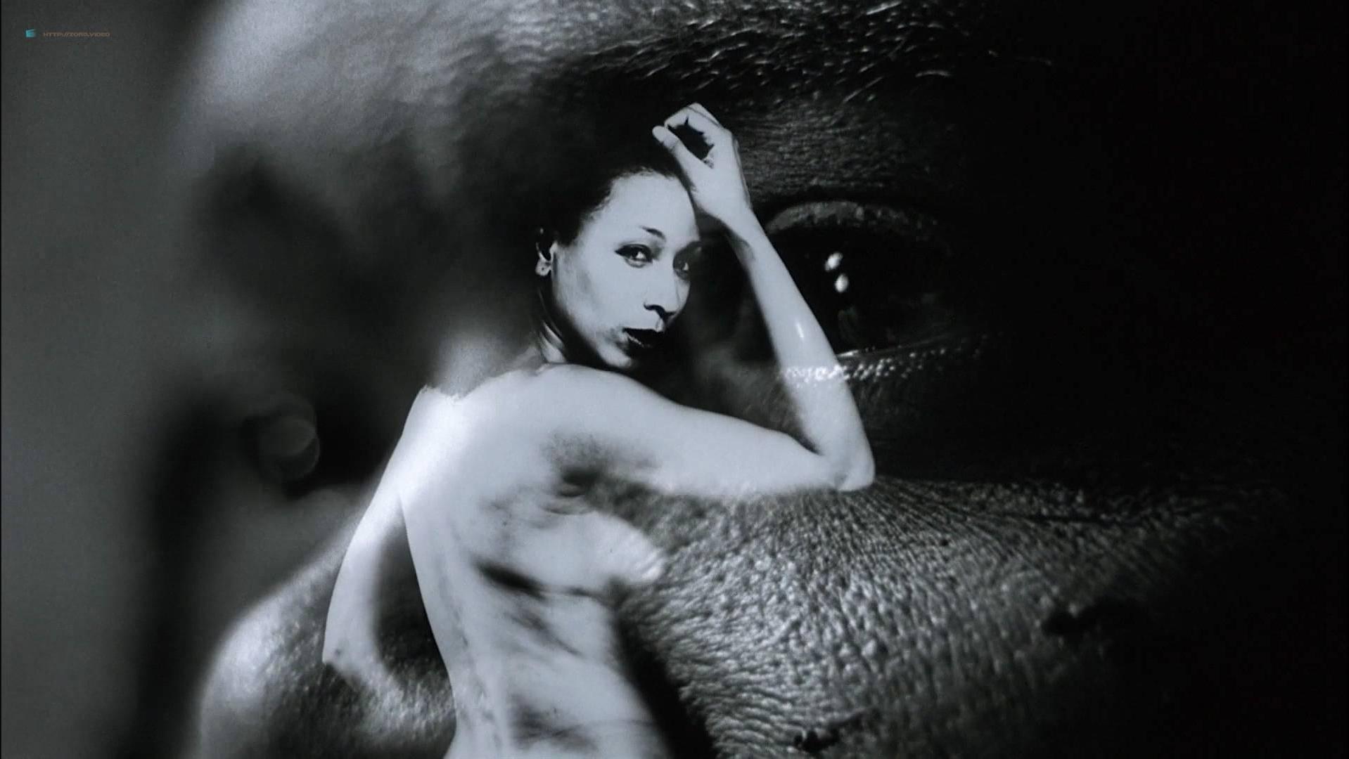Ann Magnuson nude, Tamara Tunie nude - The Caveman's Valentine (2001)