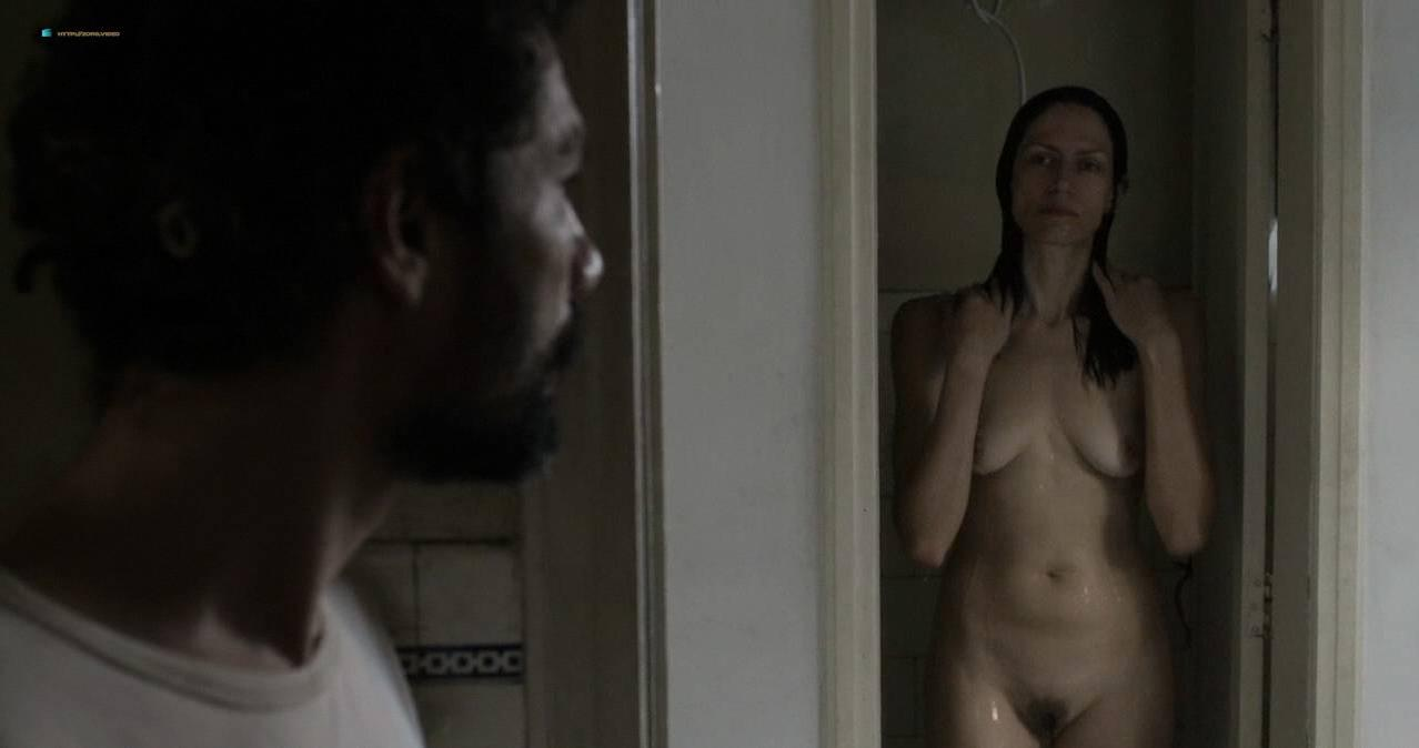 Clara Choveaux nude - Elon Nao Acredita na Morte (2016)