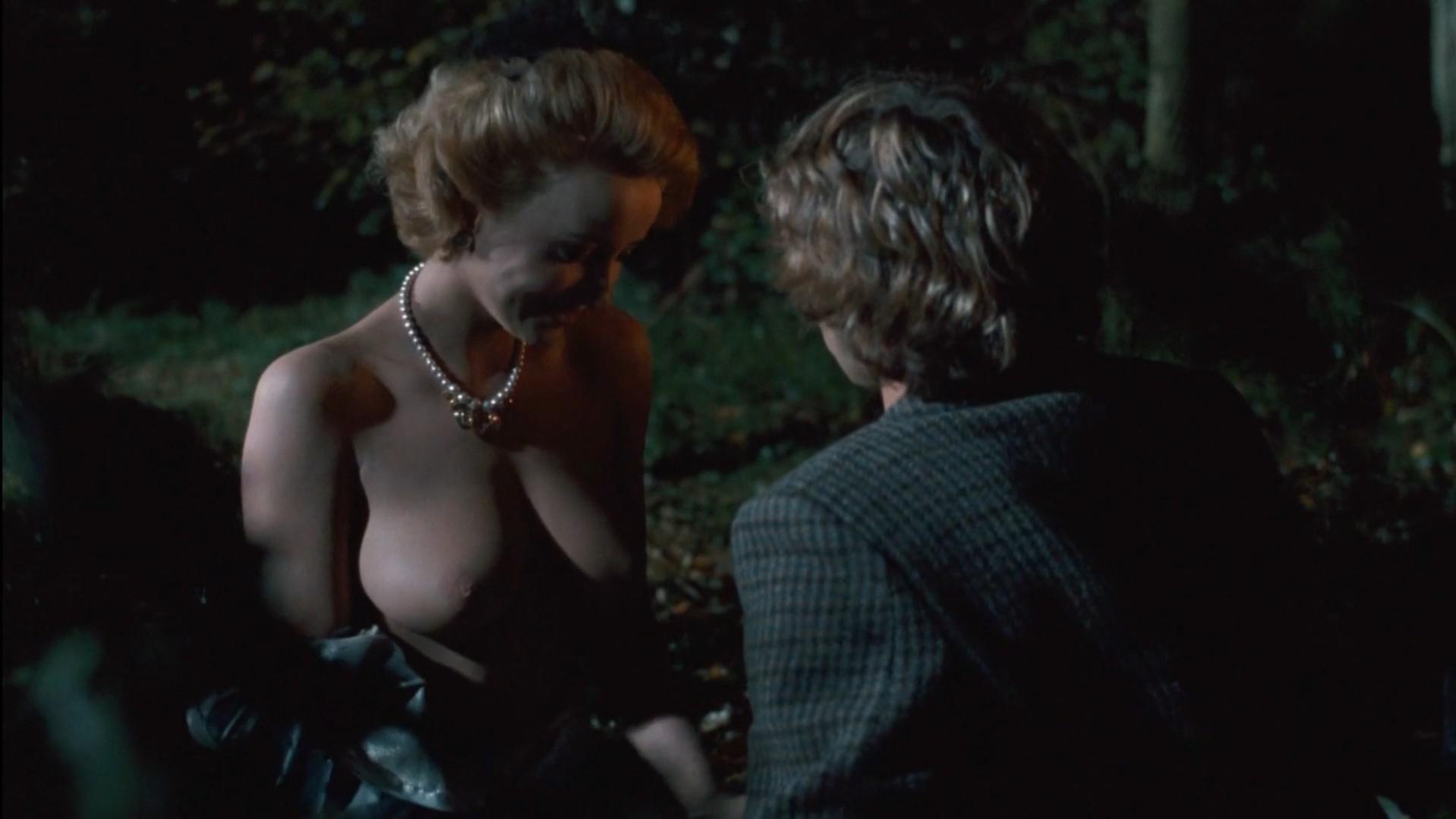 Pauline Lafont nude - Poulet Au Vinaigre (1984)