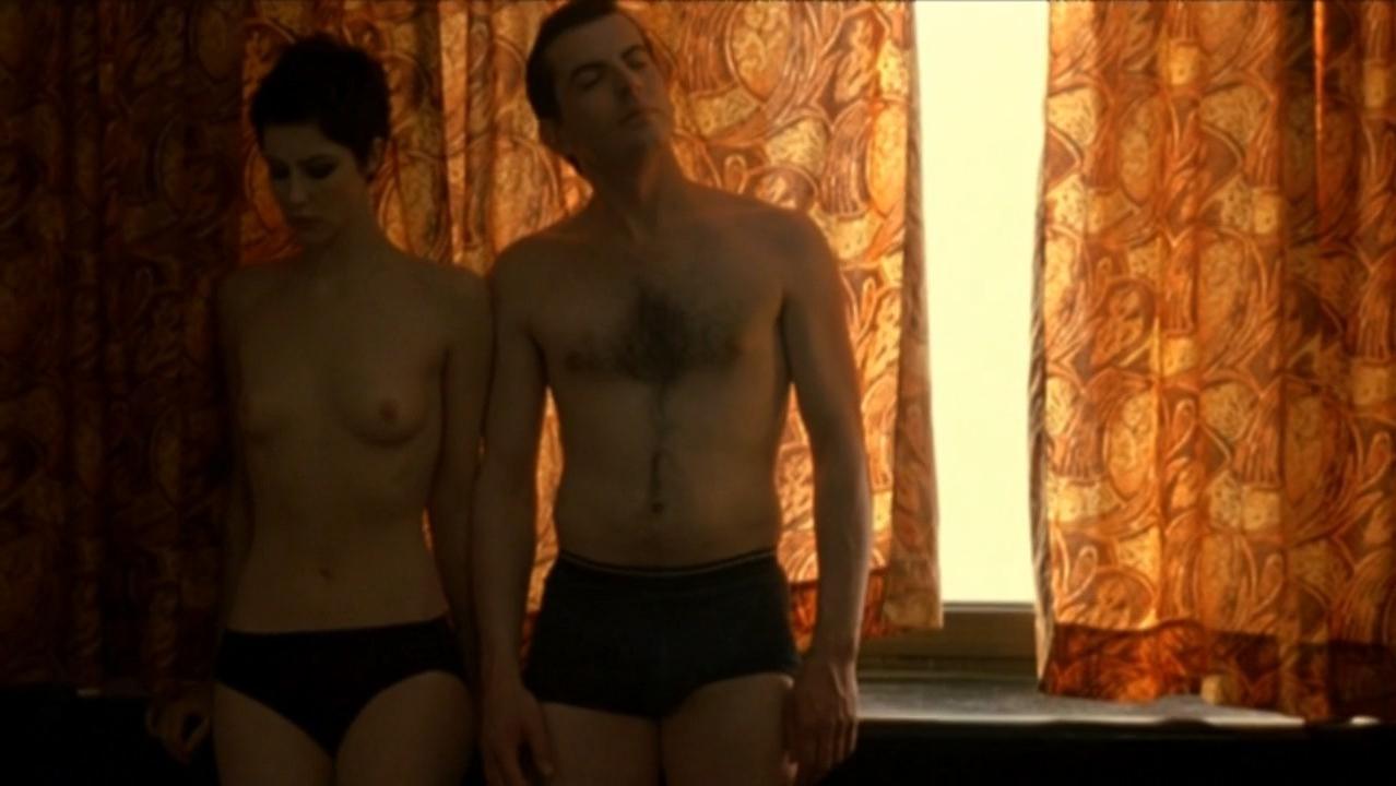 Anna Mouglalis nude - La vie nouvelle (2002)