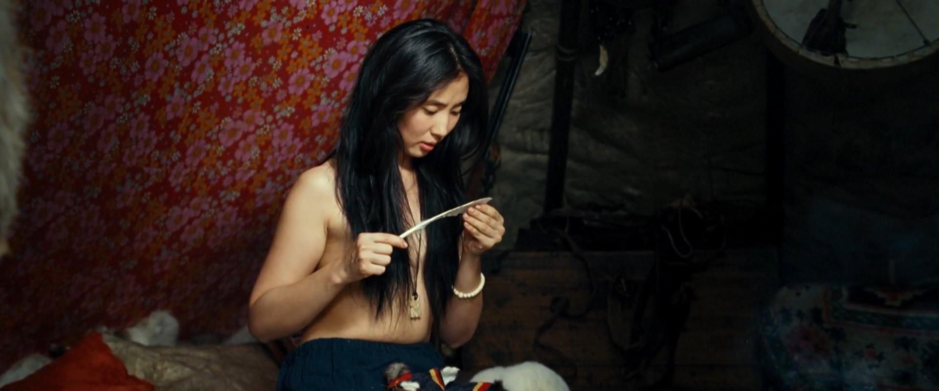 Tamara Obutova nude - Territoriya (2015)