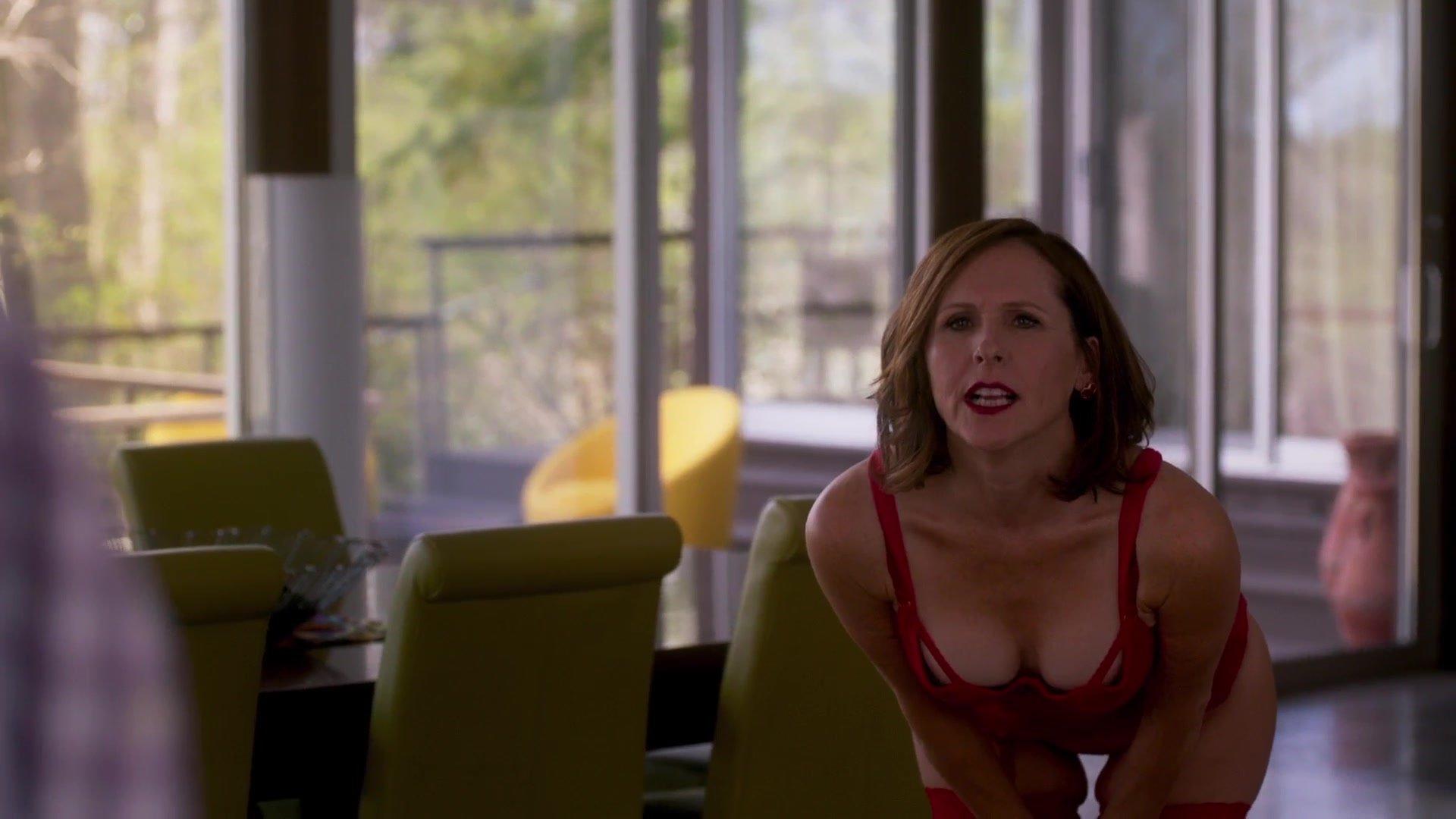 Molly Shannon sexy - Divorce S02 E03 (2018)