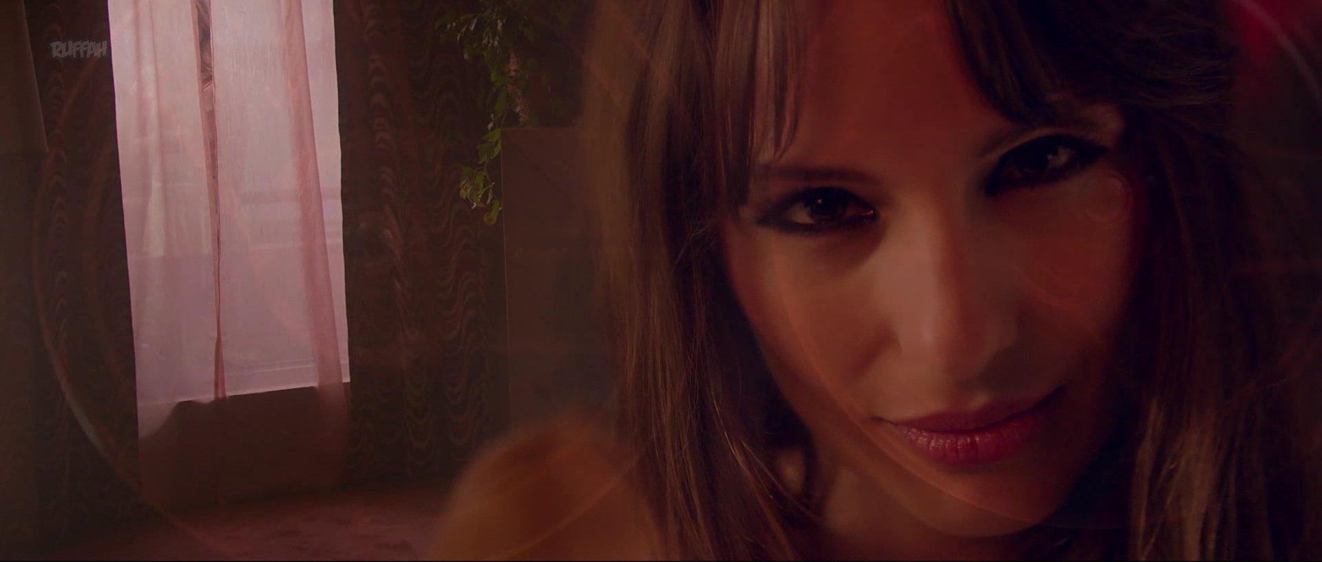 Carolina Ardohain nude, Monica Antonopulos nude, Agostina Bettinelli nude - Desearas al hombre de tu Hermana (2017)
