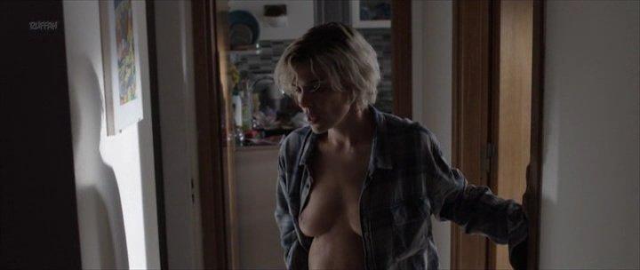 Micaela Ramazzotti nude - Una Famiglia (2017)