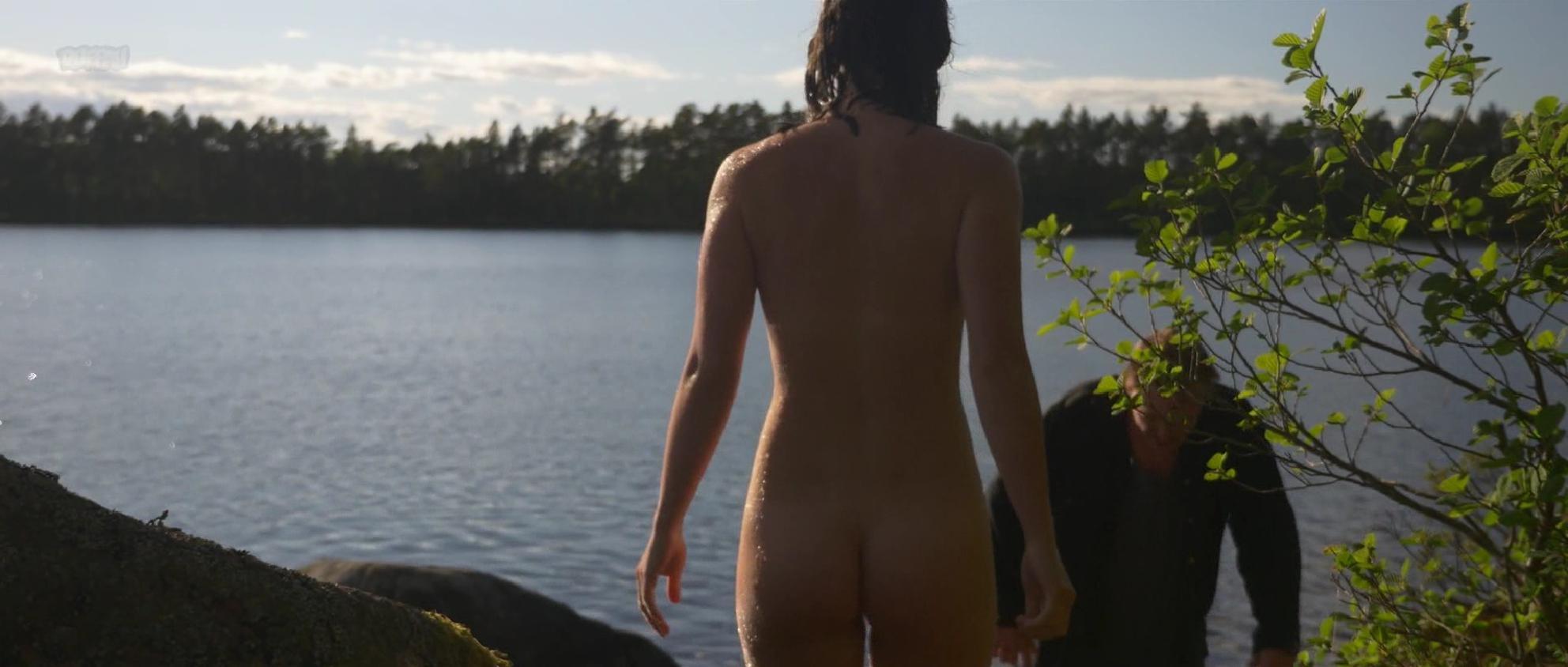 Josefine Feldmann nude - Mala (2017)